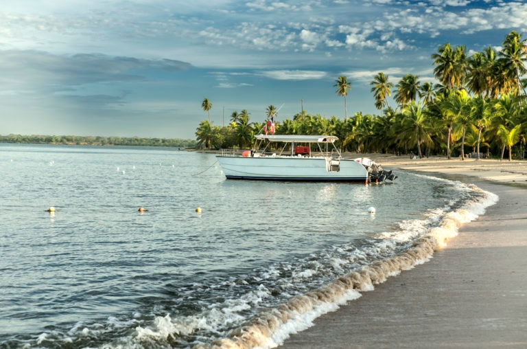 mar olas playa barco recurso bbva