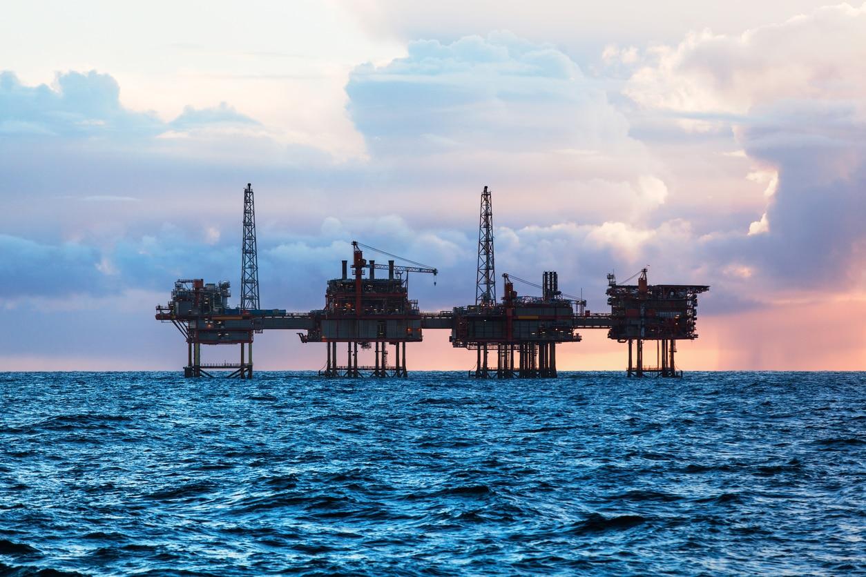 petrolero mar atardecer agua gasolina recurso bbva
