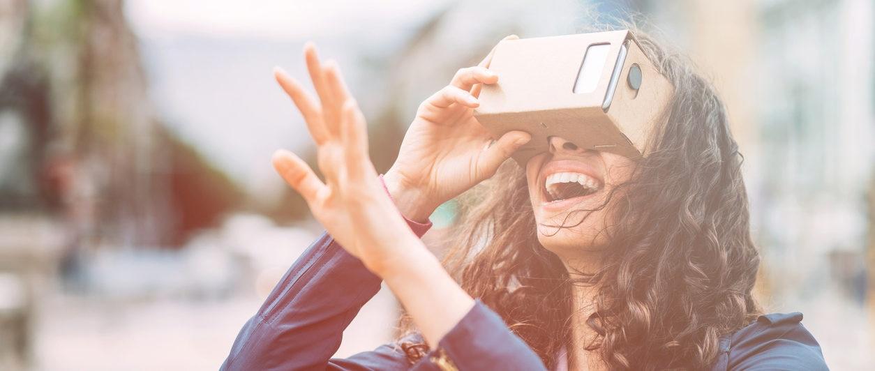 realidad virtual mujer movil diversión recurso bbva