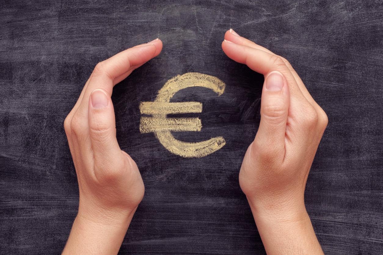 manos dinero euro banco recurso bbva