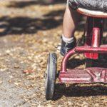 niño triciclo hojas suelo cuentas infantiles recurso bbva