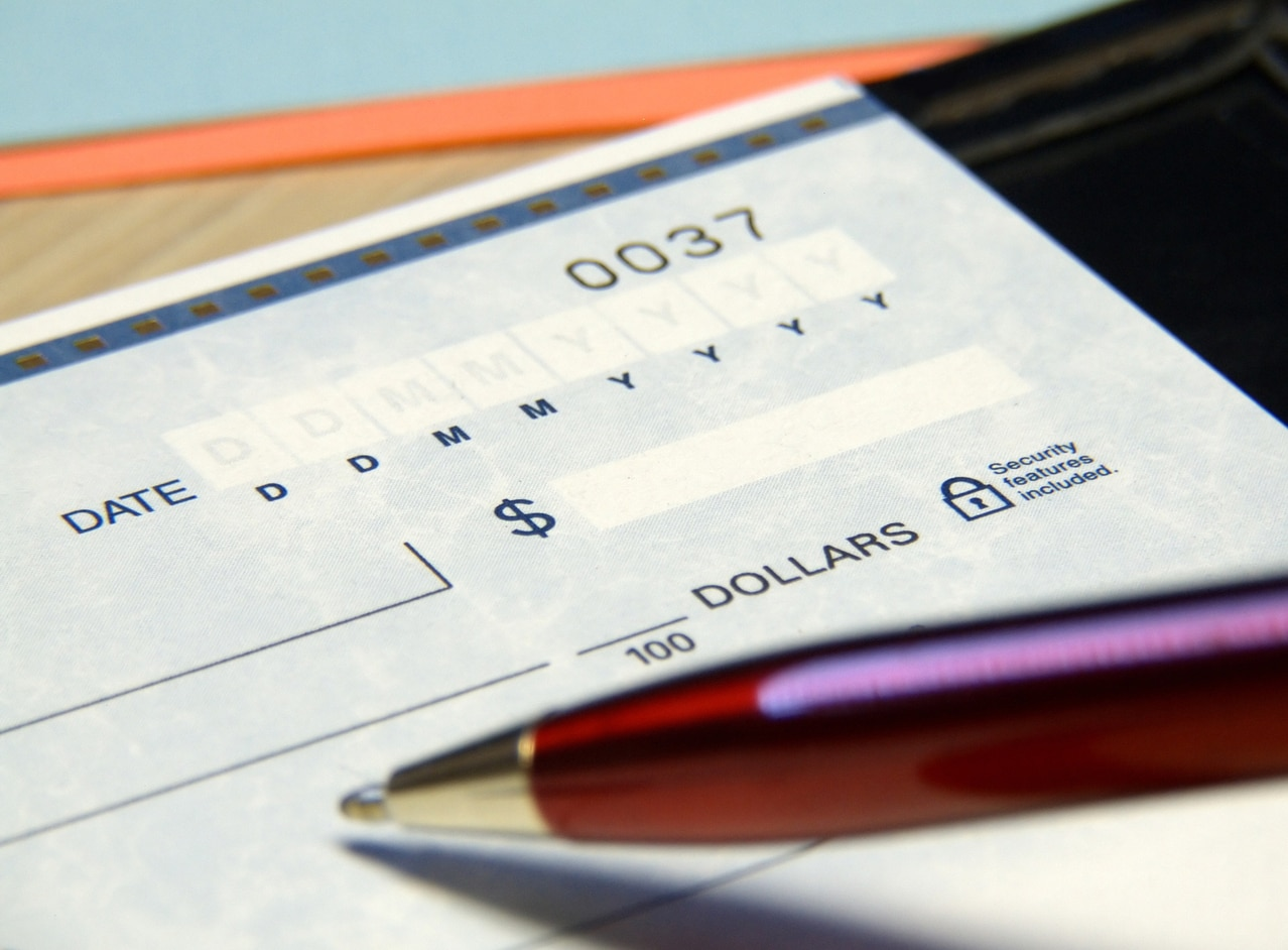 cheque bolígrafo pagaré banco dinero recurso