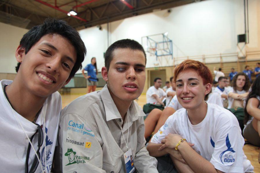 Fotografía de Adrián Rincón con otros compañeros durante unas actividades con trainers paralímpicos en Ruta BBVA