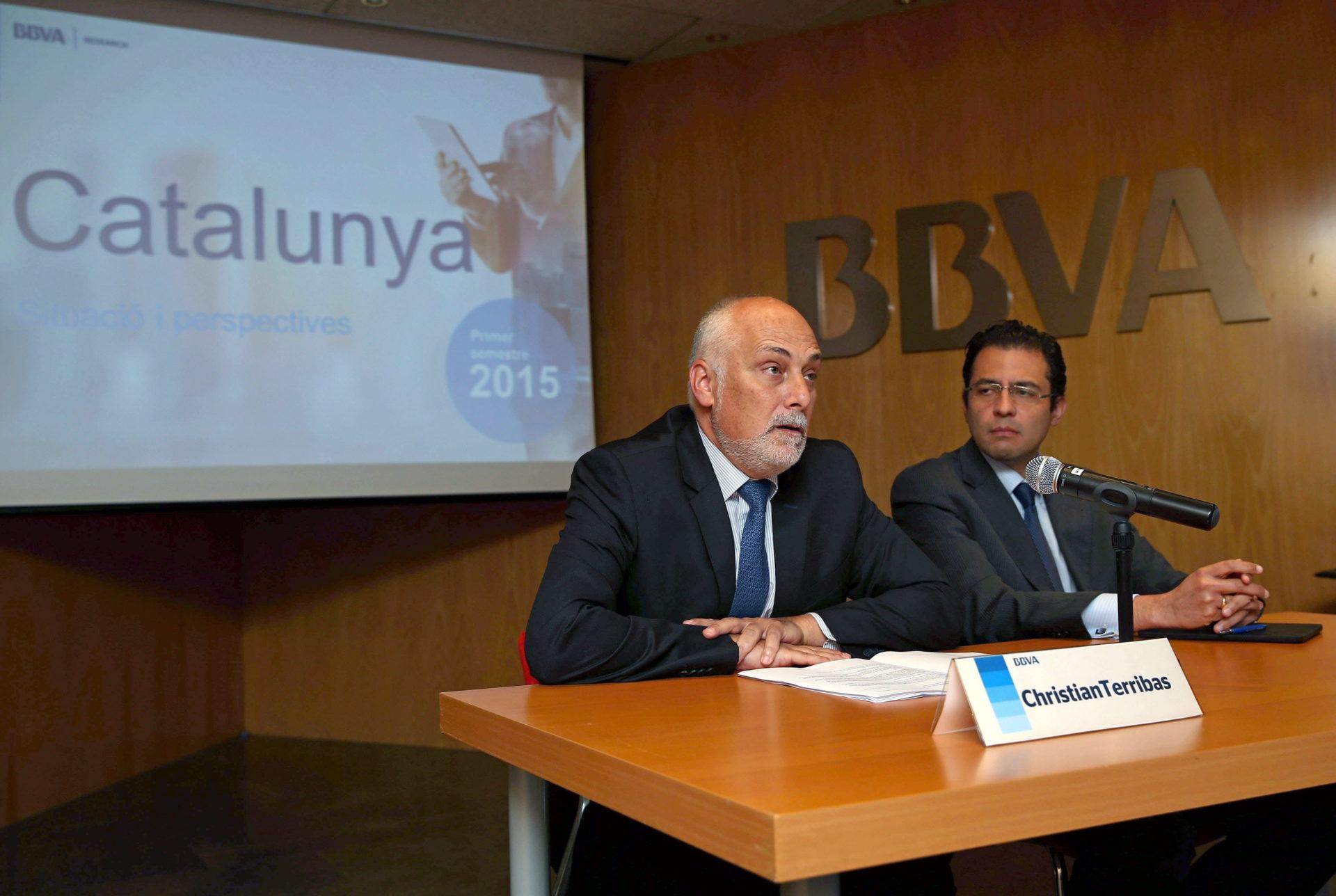 Fotografía de Christian Terribas y Miguel Cardoso (d) durante la presentación de la publicación