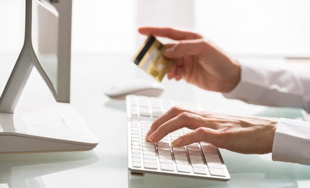Fotografia banca digital y transferencias online bbva