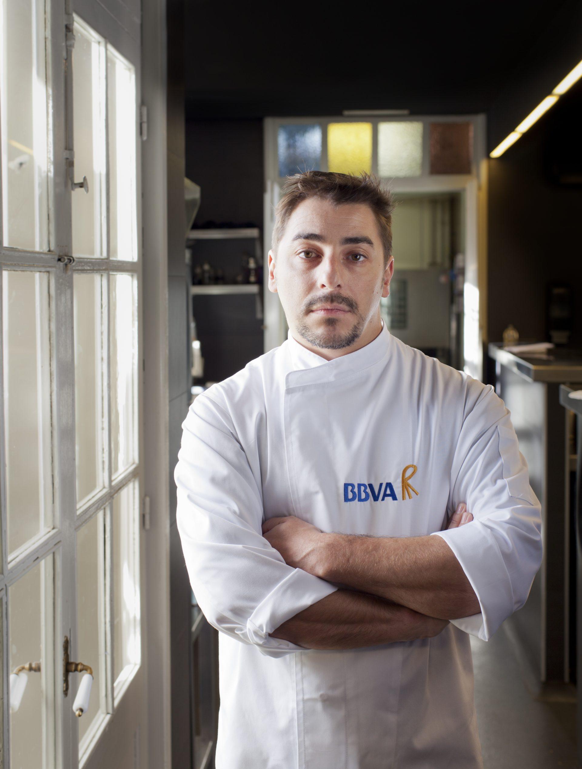 Fotografía de Jordi Roca en la cocina