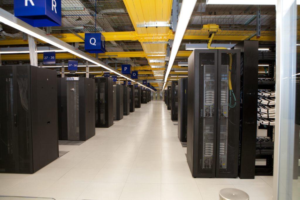 Fotografía de la maquinaria del centro de proceso de datos BBVA