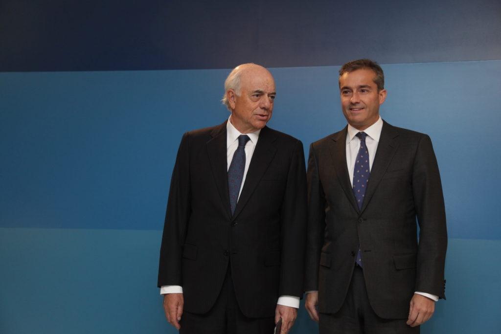 Fotografía de Francisco González y Angel Cano durante la presentación de resultados 2010