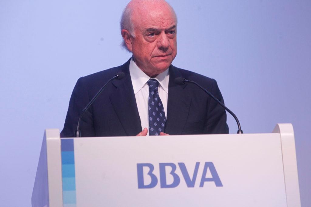 Fotografía de Francisco González durante la presentación de resultados de 2012