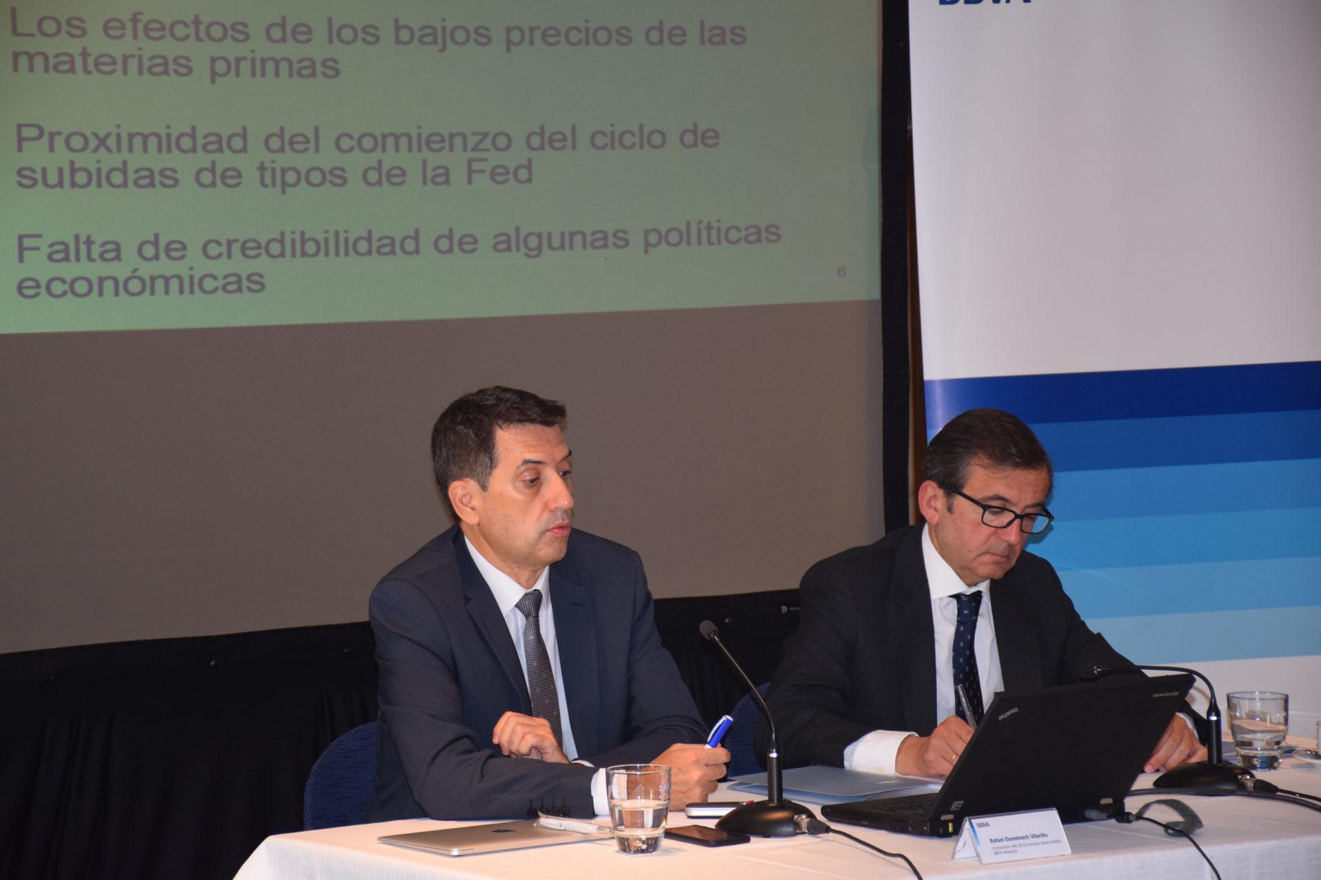 Fotografía de Rafael Domenech durante la presentación del informe