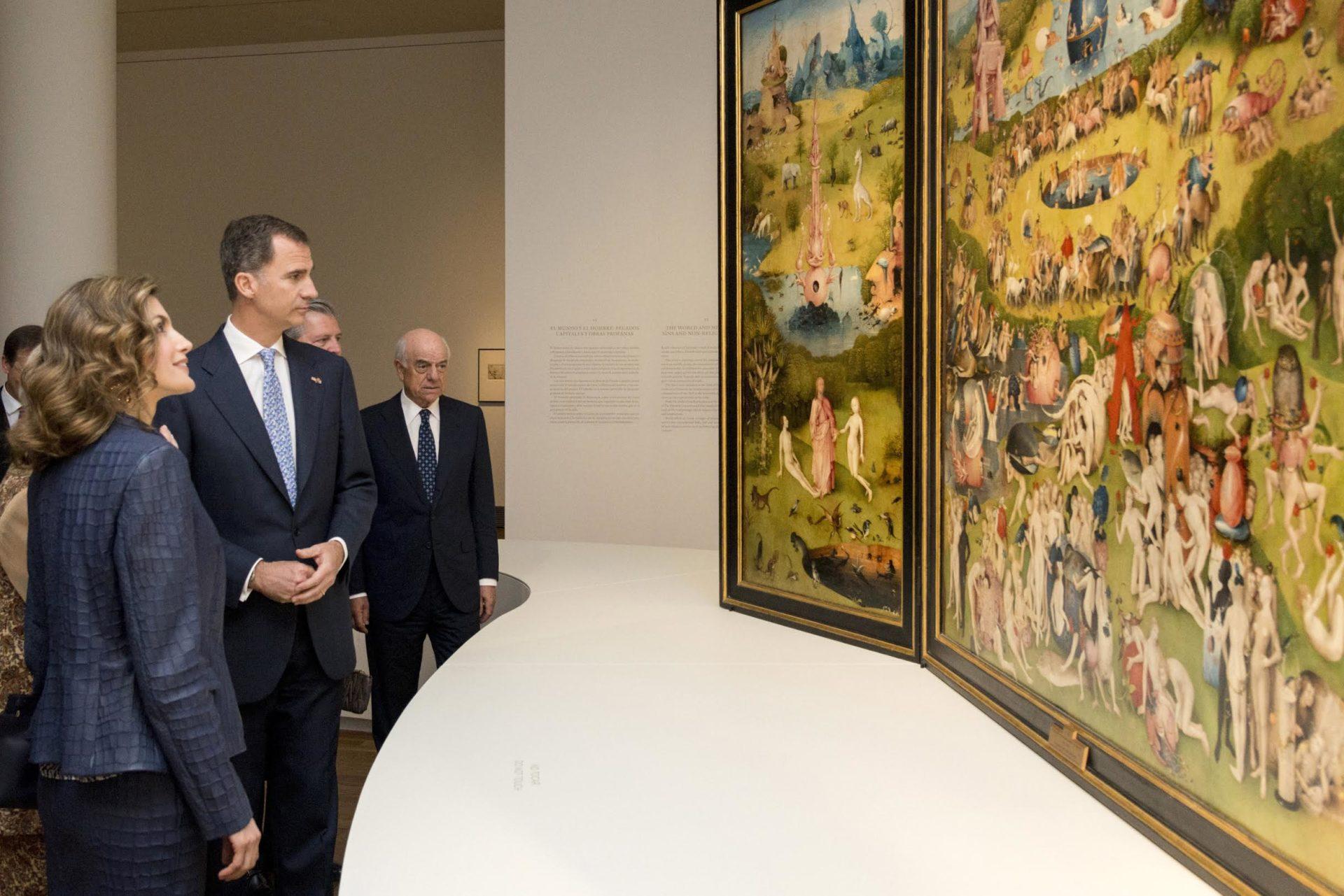 Los Reyes de España junto al presidente de BBVA, Francisco González, en la inauguración de la exposición sobre El Bosco