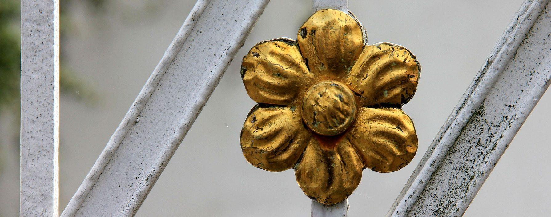 oro flor metales recurso