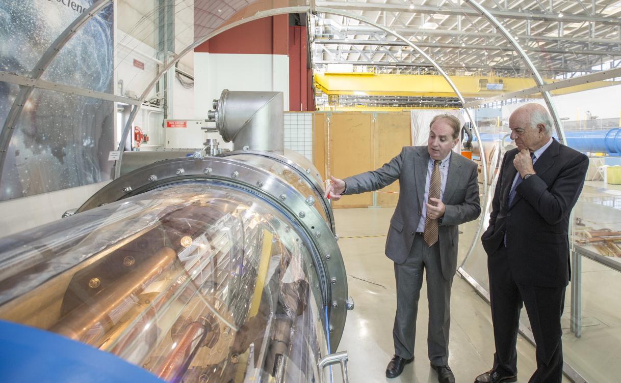 Fotografía del Presidente de la Fundación BBVA visita el CERN ©2015 CERN