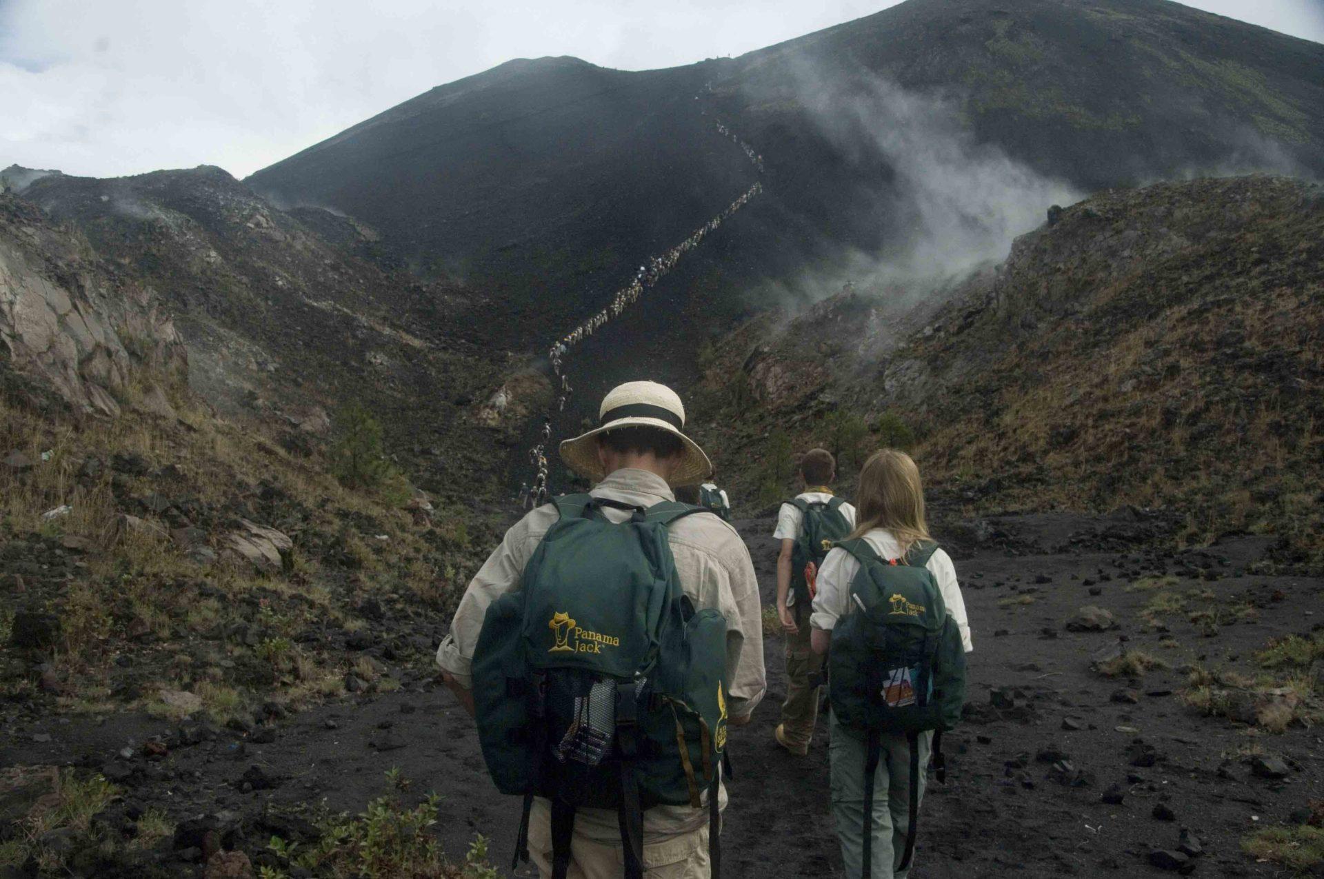 Fotografía: Ruta Quetzal BBVA 2007 ascenso al volcán Paricutín (México)