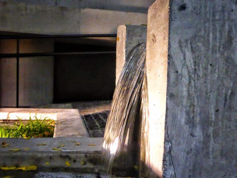 Fotografía de una acequia de la Ciudad BBVA. ©Carlos Benítez-Donoso