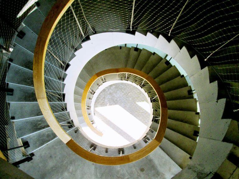 Fotografía de una de las escaleras helicoidales de la Ciudad BBVA. ©Carlos Benítez-Donoso