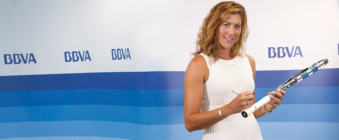 Fotografía Garbiñe Muguruza firma la raqueta con la que ganó Wimbledon para donarla