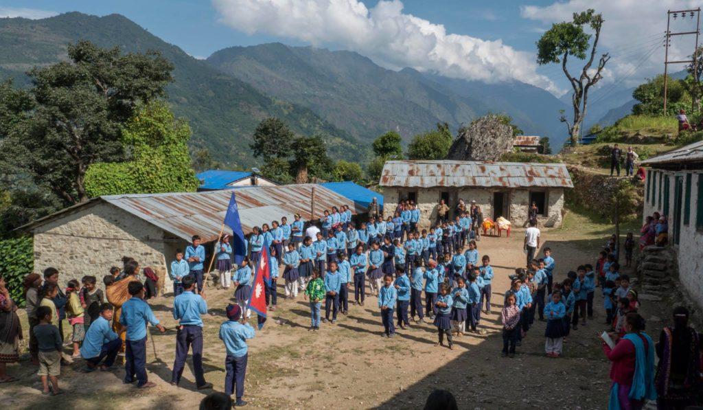 Fotografía: Comienza el trekking solidario de Carlos Soria y ADH - Escuela de Pawai