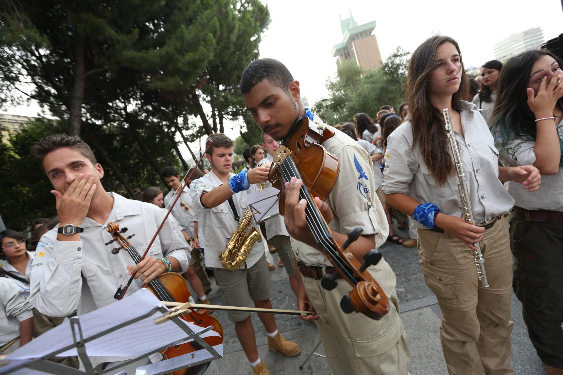 Fotografía: El rutero venezolano Luis Mol de Ruta BBVA 2015 durante un concierto del aula de música de Ruta BBVA