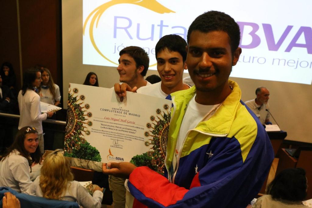 Fotografía: El rutero venezolano Luis Mol de Ruta BBVA 2015 en la entrega de diplomas