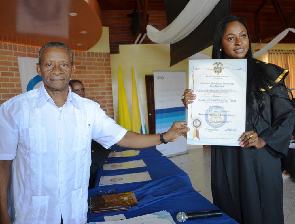 Fotografía de entrega diplomas beca Tumaco