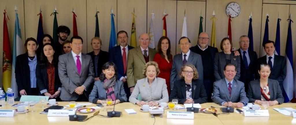 Fotografía de la firma del Canal Iberoamericano 'Señal que nos une' BBVA