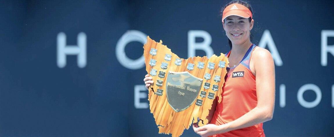 Fotografía Garbiñe Muguruza con el título de campeona de Hobart 2014, su primer trofeo WTA