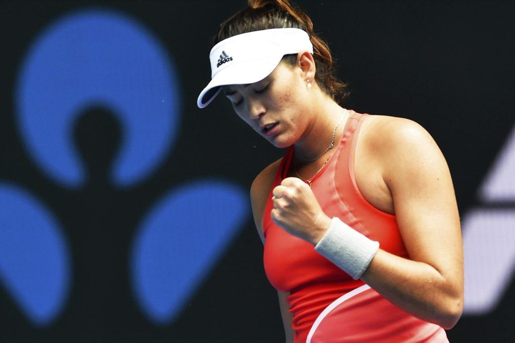 La tenista española Garbine Muguruza celebra su victoria ante la belga Kirsten Flipkens tras el partido que enfrentó a ambas en la segunda ronda del Abierto de Australia