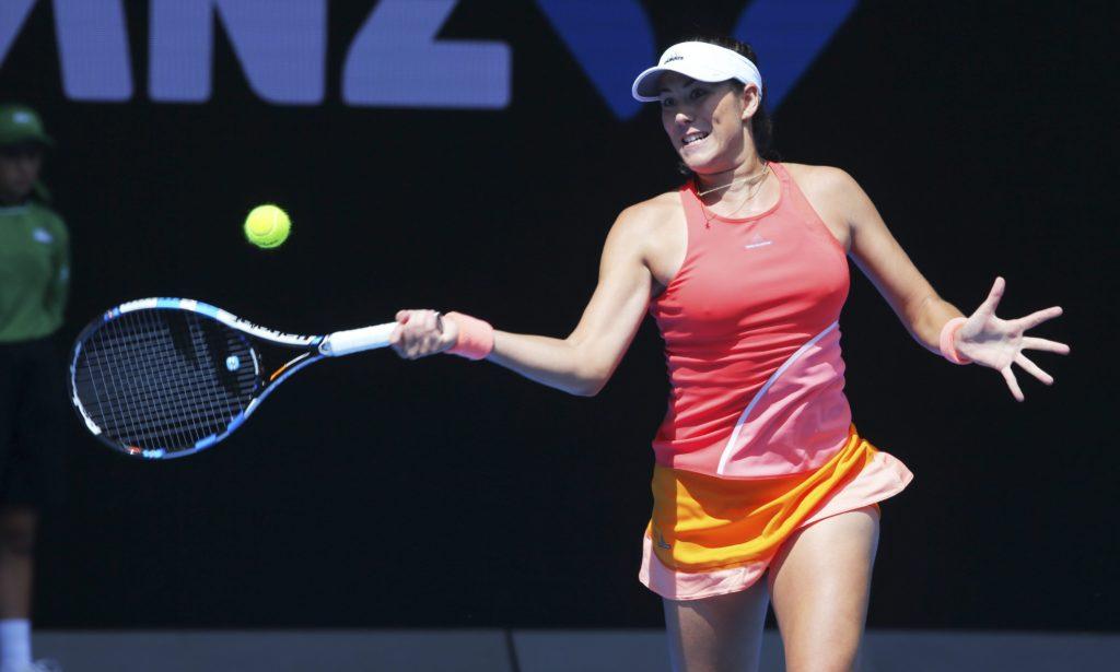 Garbine Muguruza de España en acción contra Anett Kontaveit de Estonia durante la primera del Abierto de Tenis de Australia en Melbourne (Australia). El Abierto de Tenis de Australia se lleva a cabo desde el 18 de enero hasta el 31 de enero.