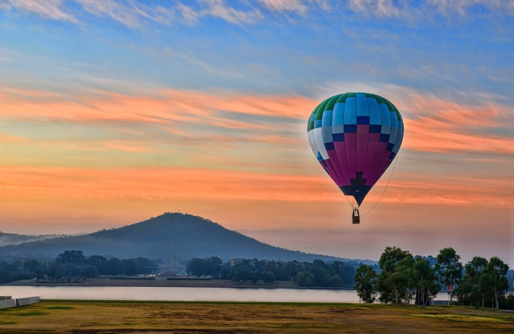 Fotografía de un globo aerostático subiendo y bajando como los precios con la inflación y la deflación BBVA