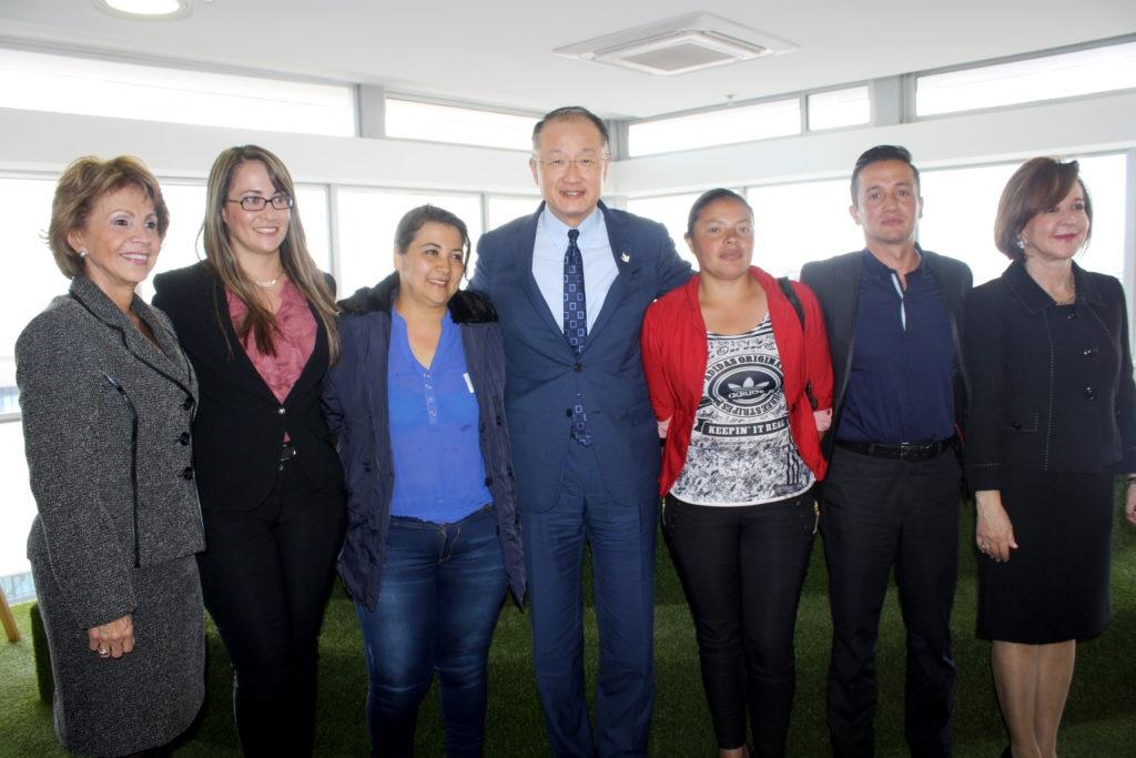 Fotografía de la visita del Jim Yong Kim a Bancamía entidad de la FMBBVA