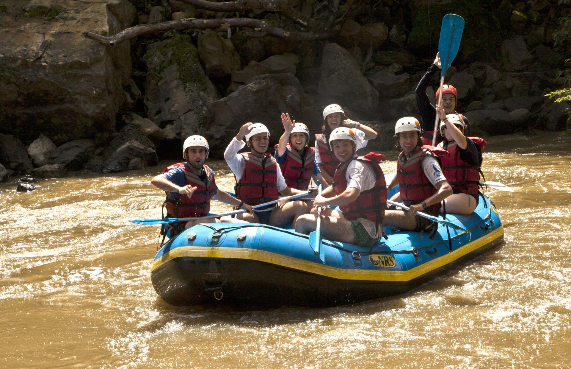 Fotografía: Expedicionarios de la Ruta BBVA 2015 practican rafting