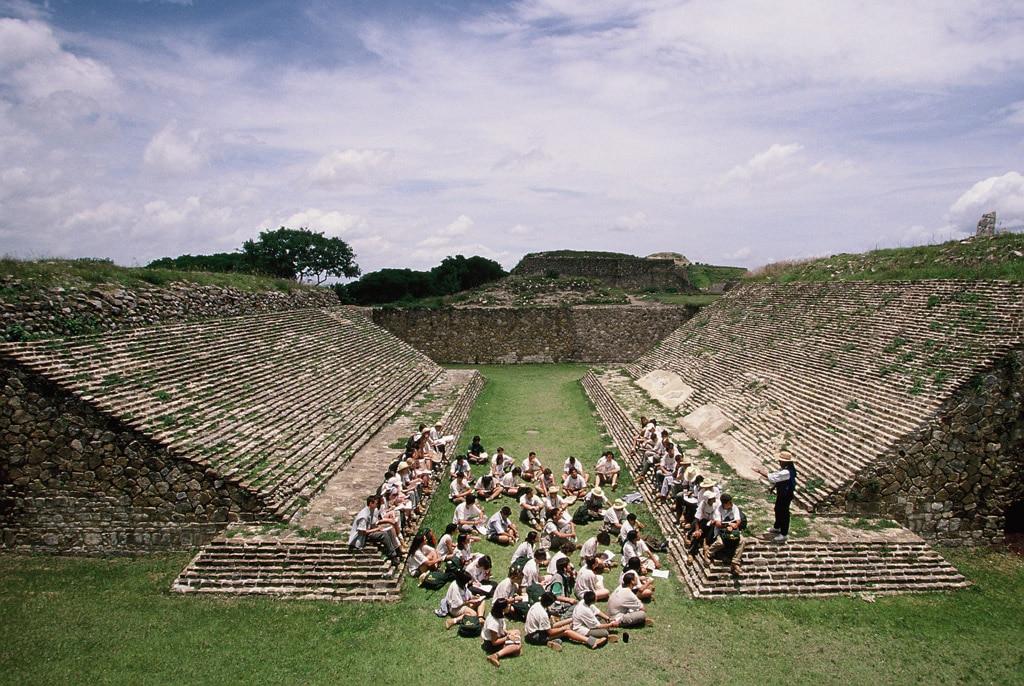 Fotografía: Expedición 1997: Primera Expedición Científica a América (Monte Albán, Oaxaca, México)