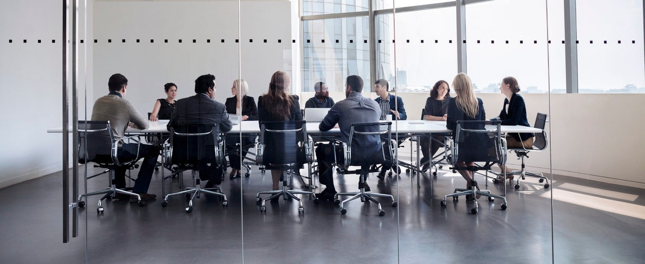 banco reunión decisiones directivos open space sillas recurso bbva