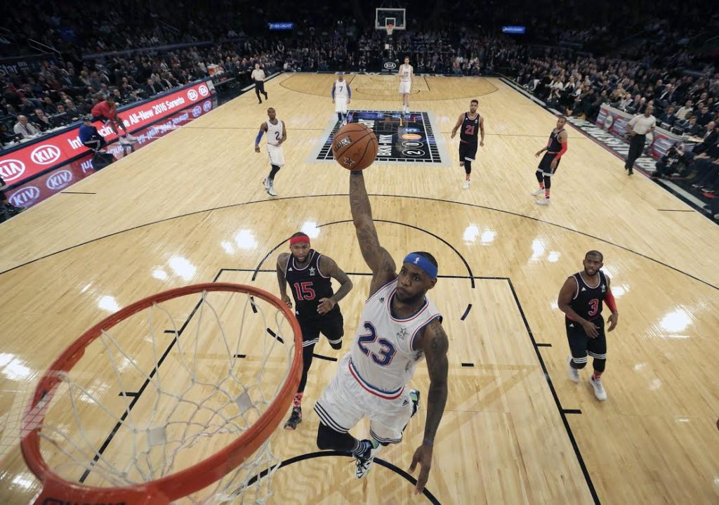 USA BASKETBALL NBA ALL STAR WEEKEND:AGX97. New York (United States), 15/02/2015.- East Team's LeBron James, of the Cleveland Cavaliers, goes to the basket during the NBA All Star game at Madison Square Garden in New York, New York, USA, 15 February 2015. (Baloncesto, Estados Unidos) EFE/EPA/JASON SZENES CORBIS OUT[CORBIS OUT]