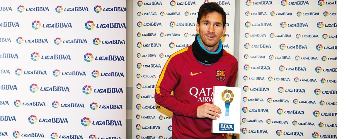 Leo Messi recibe el 'Premio BBVA' al Mejor Jugador de la Liga BBVA del mes de enero