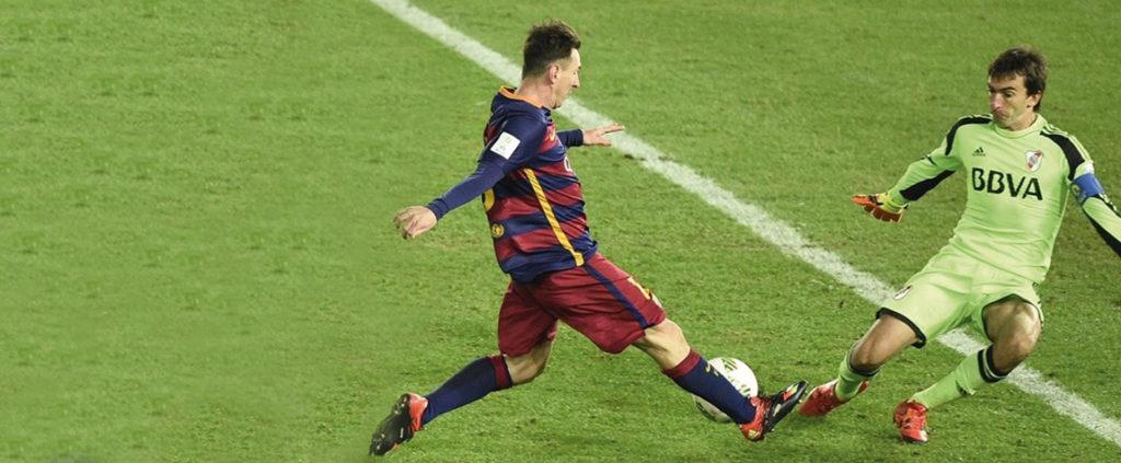 Leo Messi y Marcelo Barovero, durante la final del Mundial de Clubes | Foto: EFE