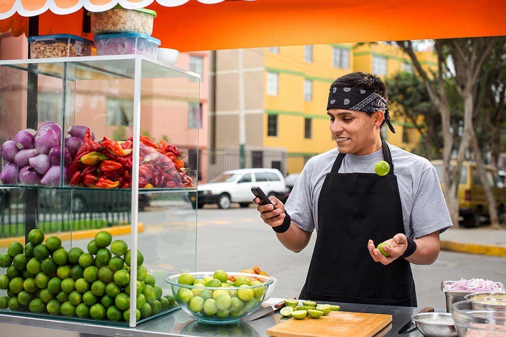 El Ninja de los limones te enseña una nueva manera de mandar y recibir plata desde tu celular.