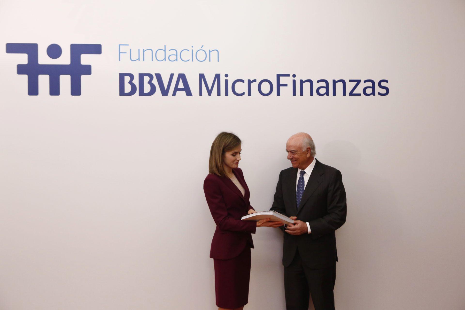 La Reina Letizia visita la Fundación Microfinanzas BBVA