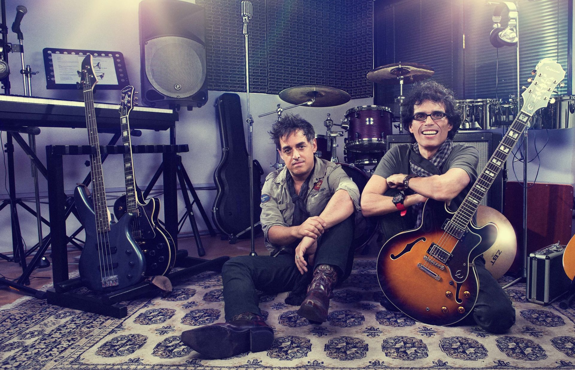 Pelo Madueño y Pedro Suárez-Vértiz seleccionan música de artistas peruanos