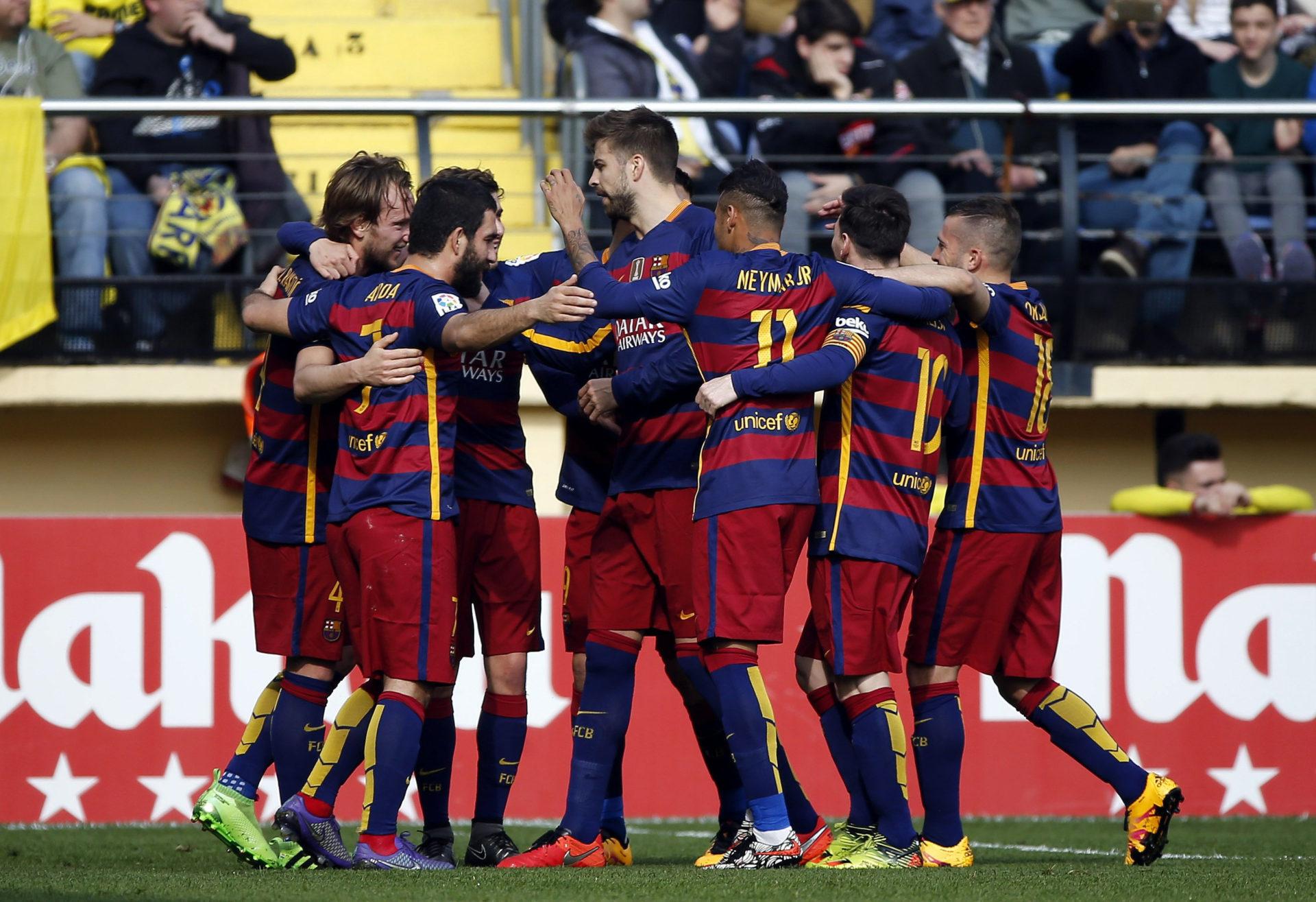 El Barcelona celebra un gol en el campo del Villarreal | Foto: EFE
