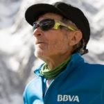 Carlos Soria durante el paseo hasta las cuerdas fijas