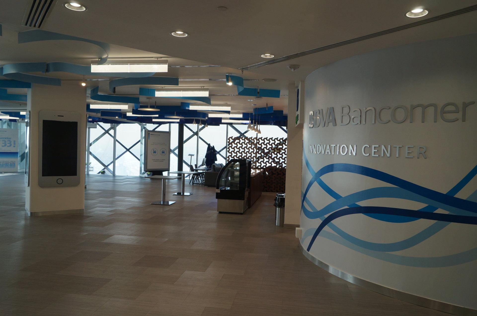 Bbva bbva bancomer presenta su centro de innovaci n for Pisos de bancos bbva