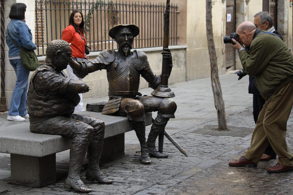 Imagen de la escultura de Don Quijote y Sancho Panza en Alcalá de Henares (Madrid)   Photo credits: https://flic.kr/p/9tE8Tq