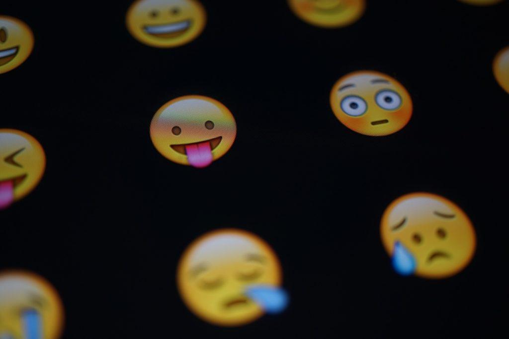 La ira y el enfado, las emociones con más influencia en las redes sociales  | BBVA