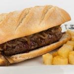 También son muy populares en los bares españoles, sobre todo en Madrid y Andalucía, los pepitos, unos bocadillos de carne de ternera