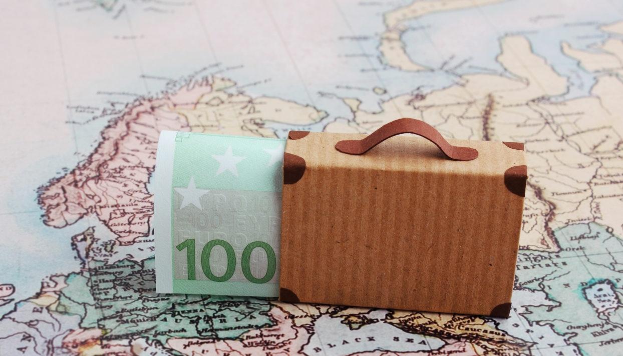 viaje dinero maleta billete mapa europa recurso bbva