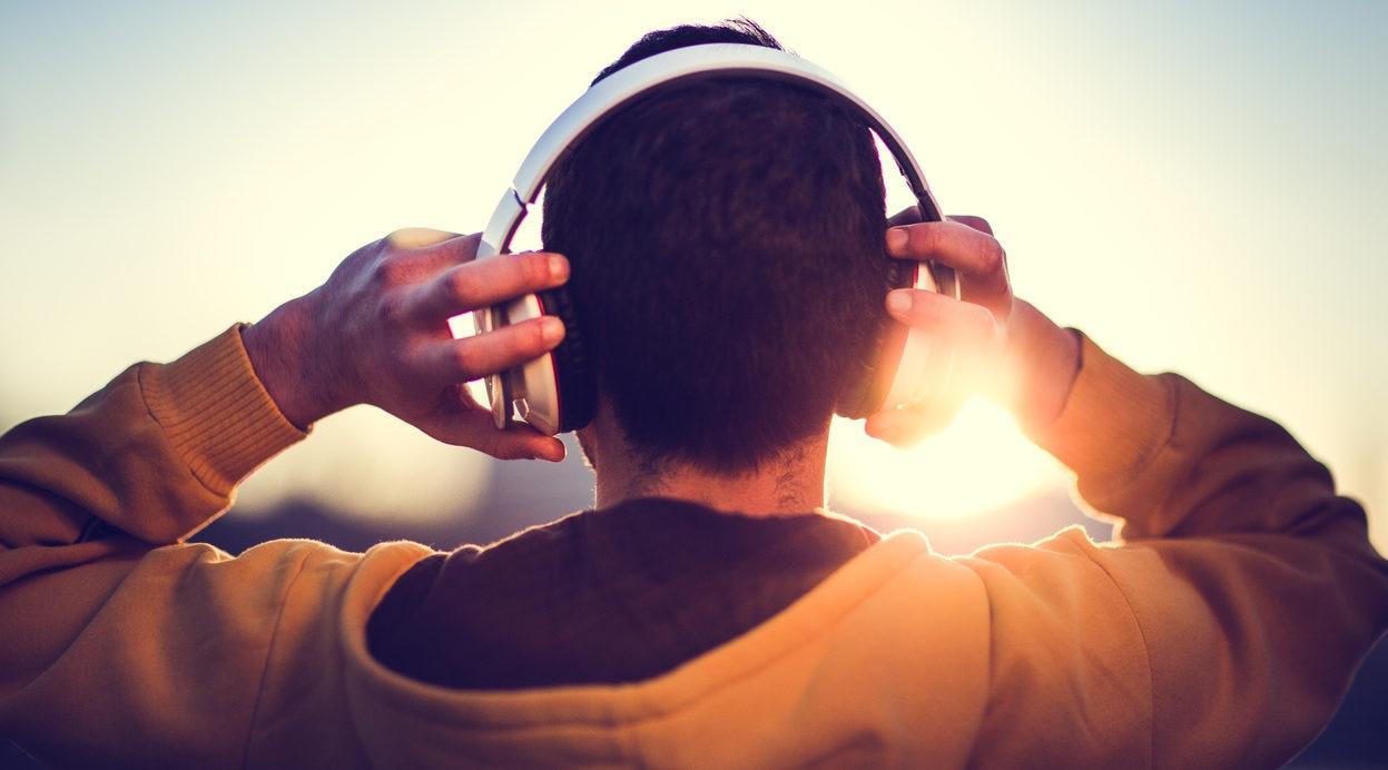 auriculares millenial luz espalda recurso bbva