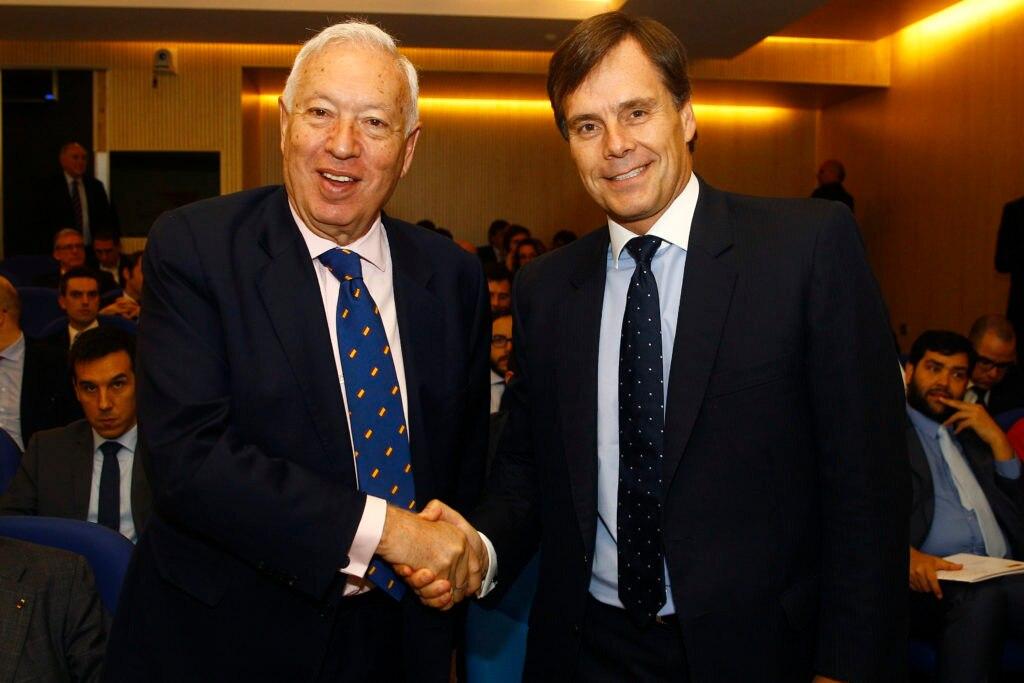 Imagen de José Manuel García Margallo y Manuel Olivares. Foro de Cooperación Empresarial Chileno Español. 6 de abril de 2016