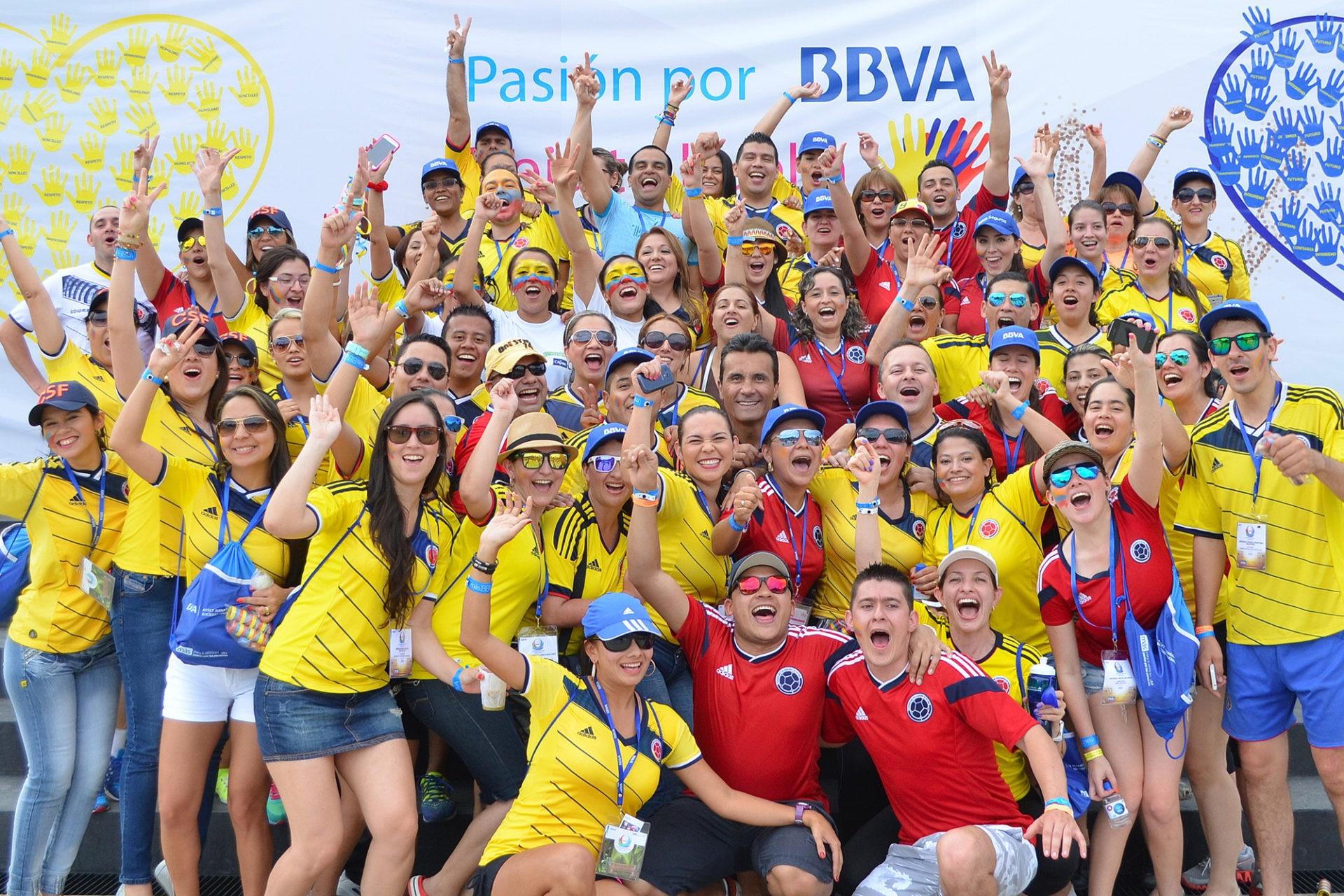 Fotografía de colaboradores de BBVA Colombia celebrando en los Juegos Nacionales 2014